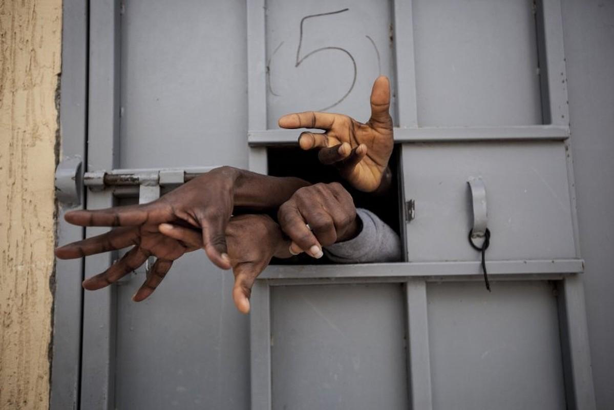 Ben trong trai giam khet tieng cua phien quan o Libya-Hinh-6