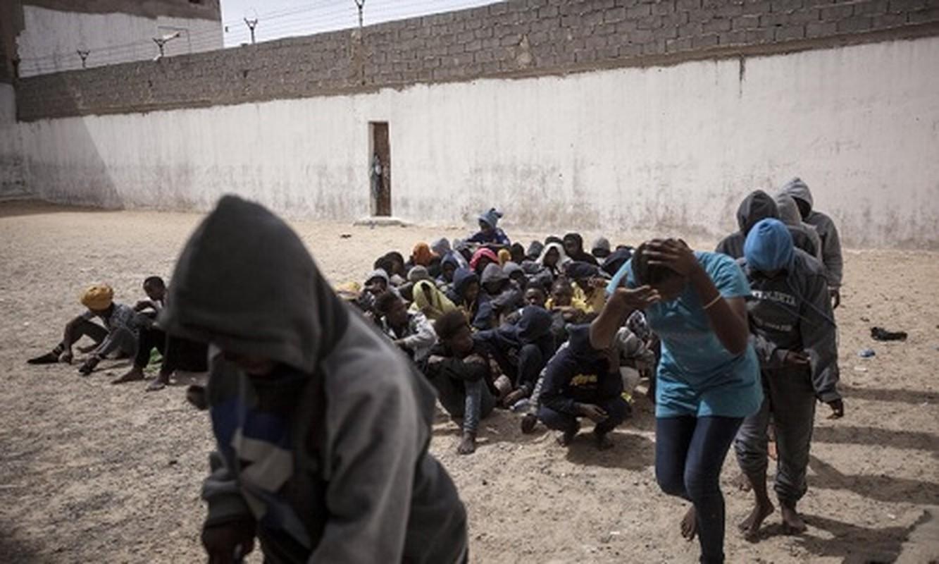 Ben trong trai giam khet tieng cua phien quan o Libya