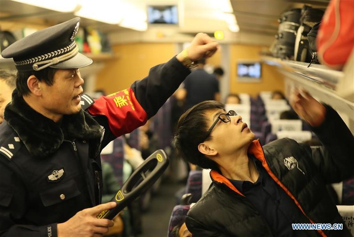 Canh nguoi dan Trung Quoc un un ve que an Tet-Hinh-12