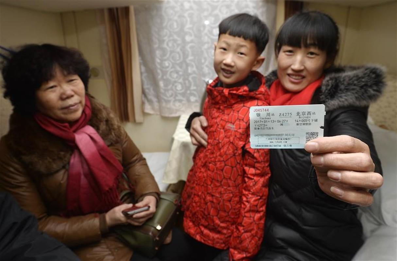 Canh nguoi dan Trung Quoc un un ve que an Tet-Hinh-7