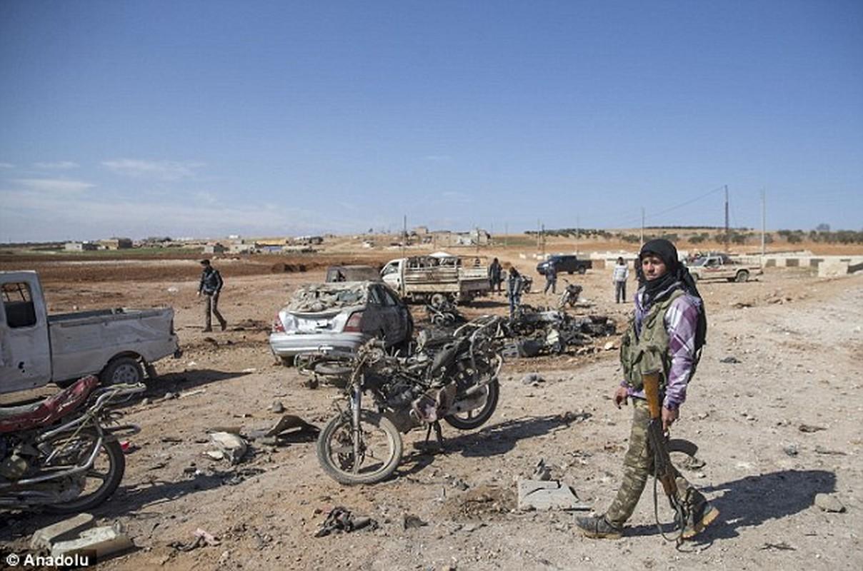 Hien truong kinh hoang vu danh bom xe lieu chet gan Al-Bab-Hinh-6