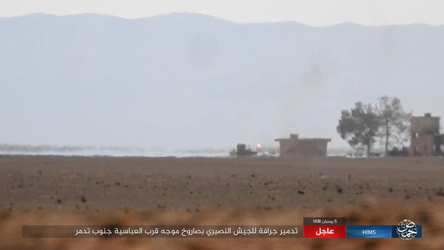 Anh: IS chiem loat xe quan su cua quan Syria o Homs-Hinh-6