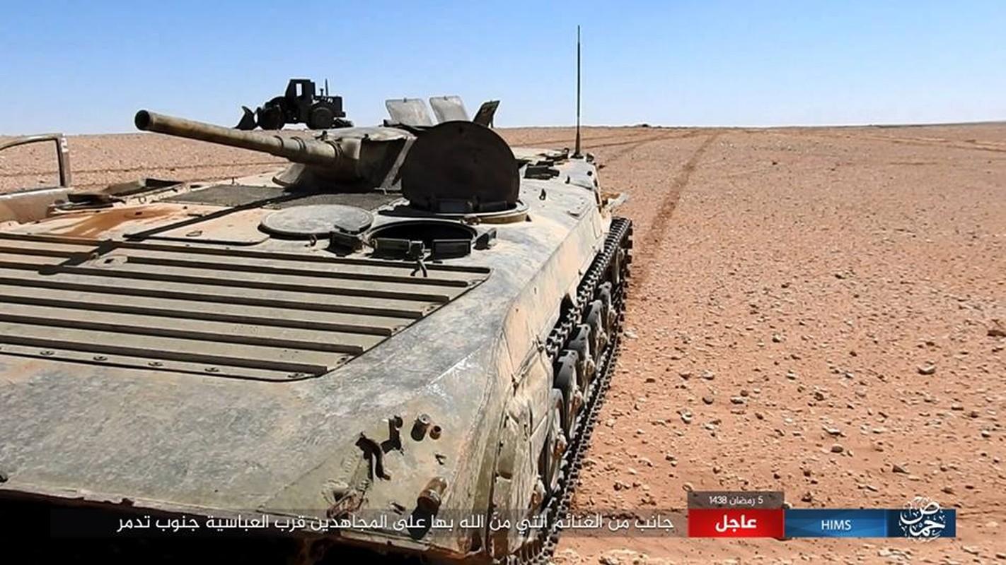 Anh: IS chiem loat xe quan su cua quan Syria o Homs-Hinh-8