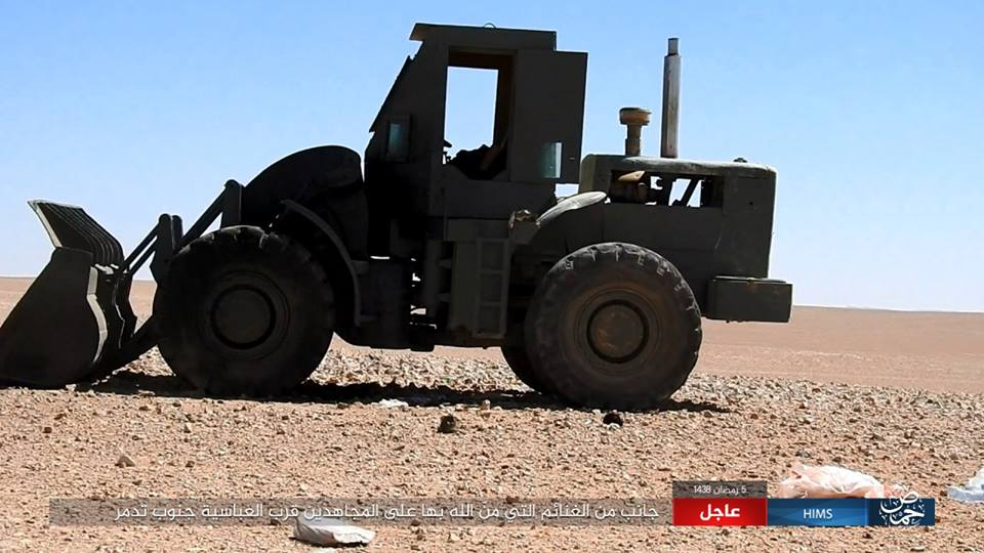 Anh: IS chiem loat xe quan su cua quan Syria o Homs-Hinh-9