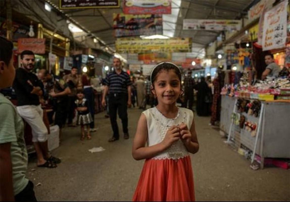 Anh: Nguoi dan Iraq tung bung mua sam o Dong Mosul-Hinh-3