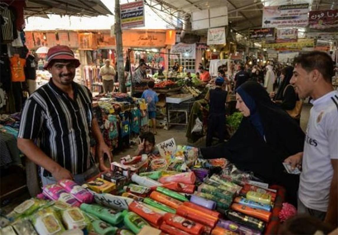 Anh: Nguoi dan Iraq tung bung mua sam o Dong Mosul-Hinh-4