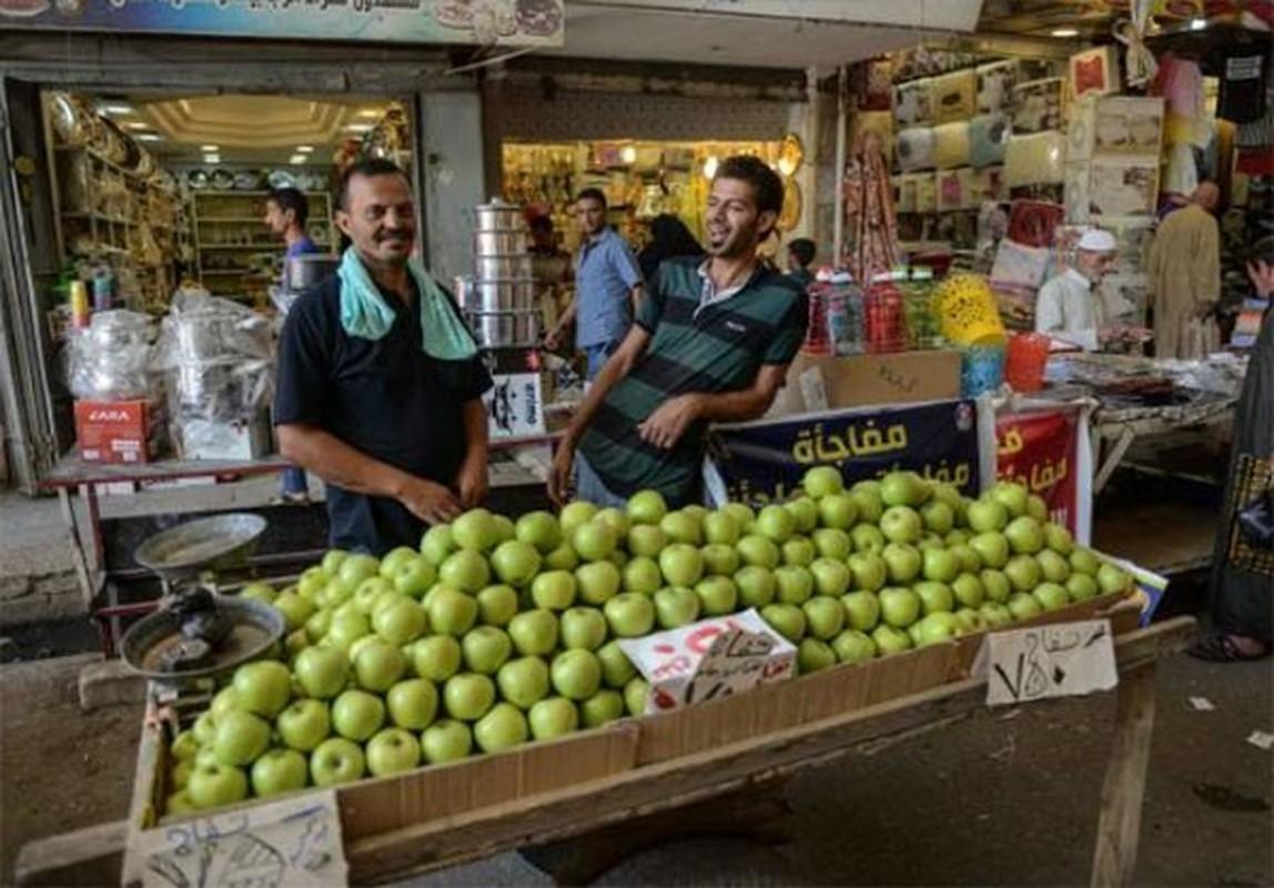 Anh: Nguoi dan Iraq tung bung mua sam o Dong Mosul-Hinh-6