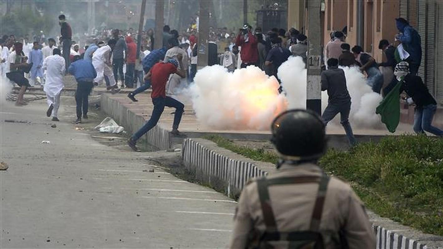 Anh: Dung do du doi bung phat o Kashmir dip le Eid al-Fitr-Hinh-12