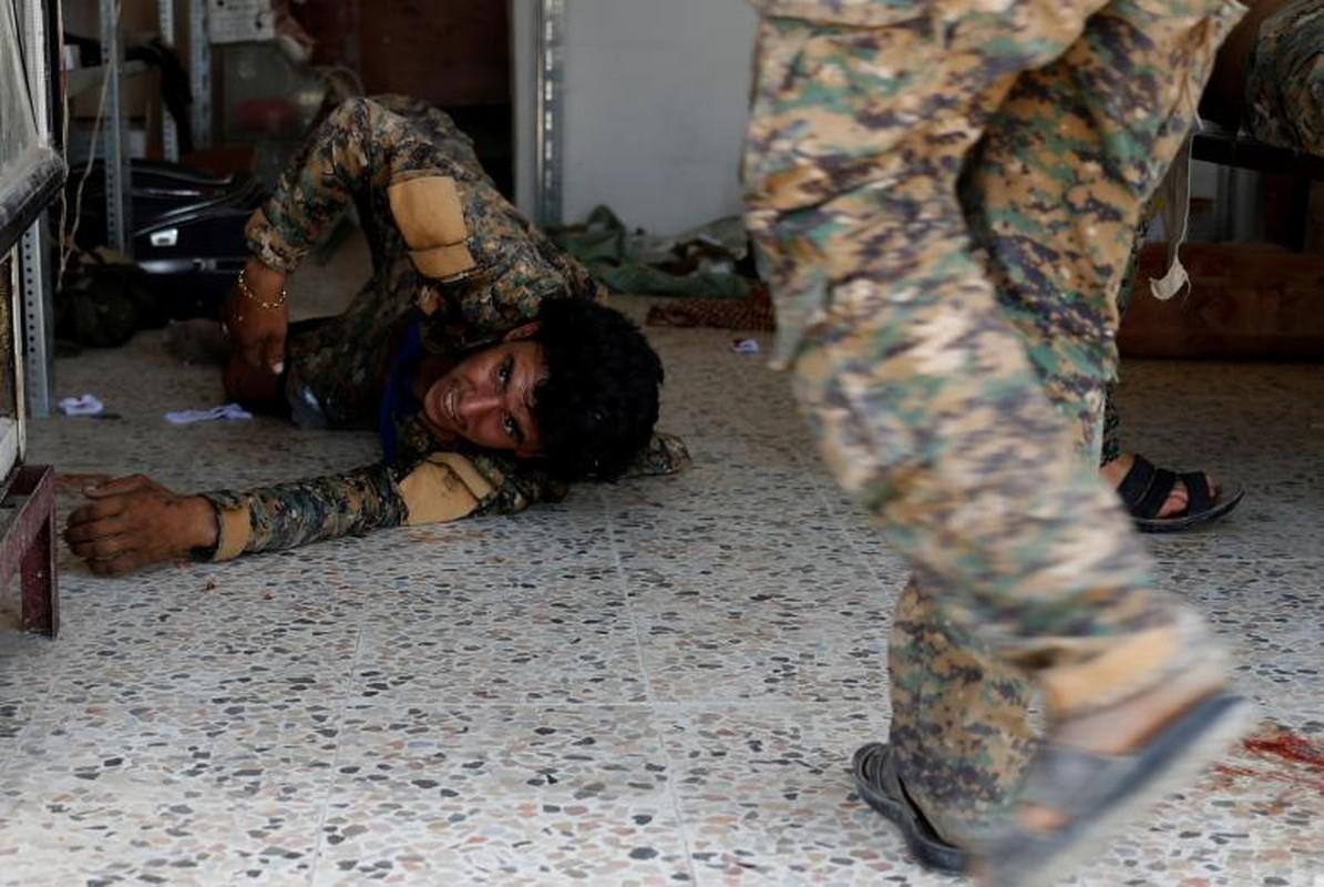Canh kinh hai ben trong benh vien da chien o Raqqa-Hinh-2