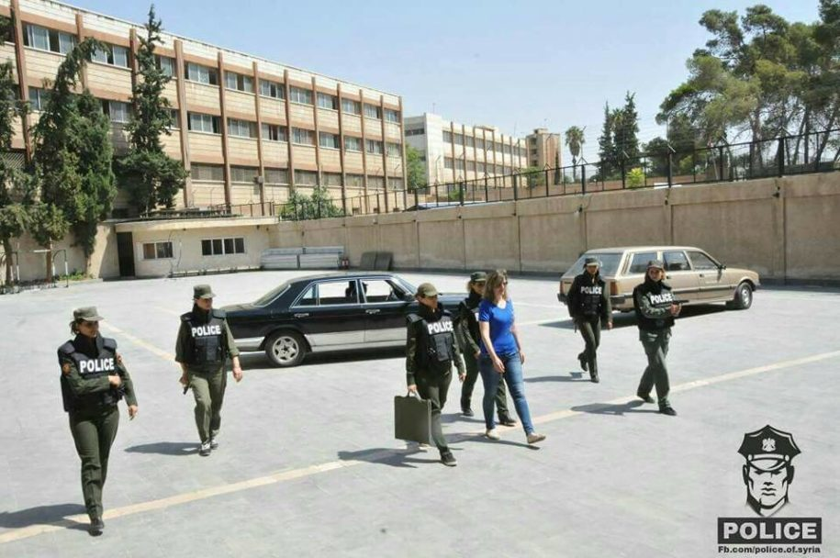 "Chum anh nu canh sat Syria xinh dep ""kho luyen"" o Damascus-Hinh-2"