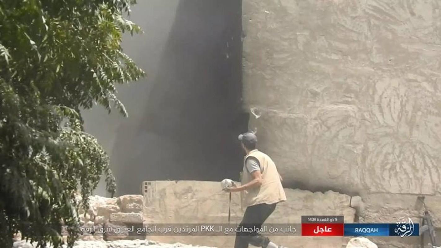 Kinh hoang IS bat tre em danh bom lieu chet o Raqqa-Hinh-10