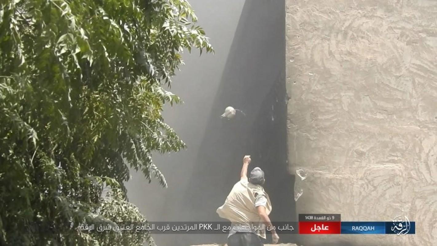 Kinh hoang IS bat tre em danh bom lieu chet o Raqqa-Hinh-11