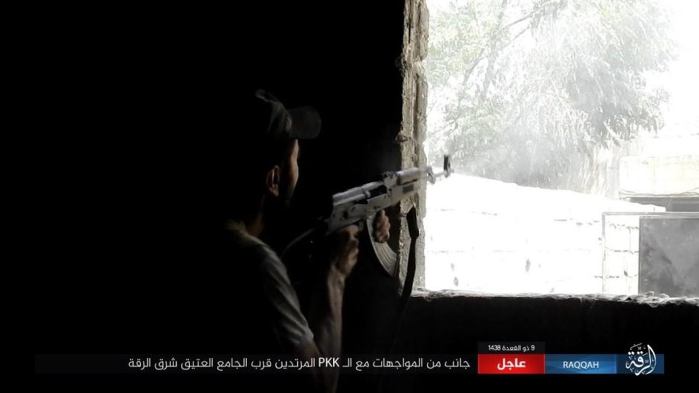 Kinh hoang IS bat tre em danh bom lieu chet o Raqqa-Hinh-5