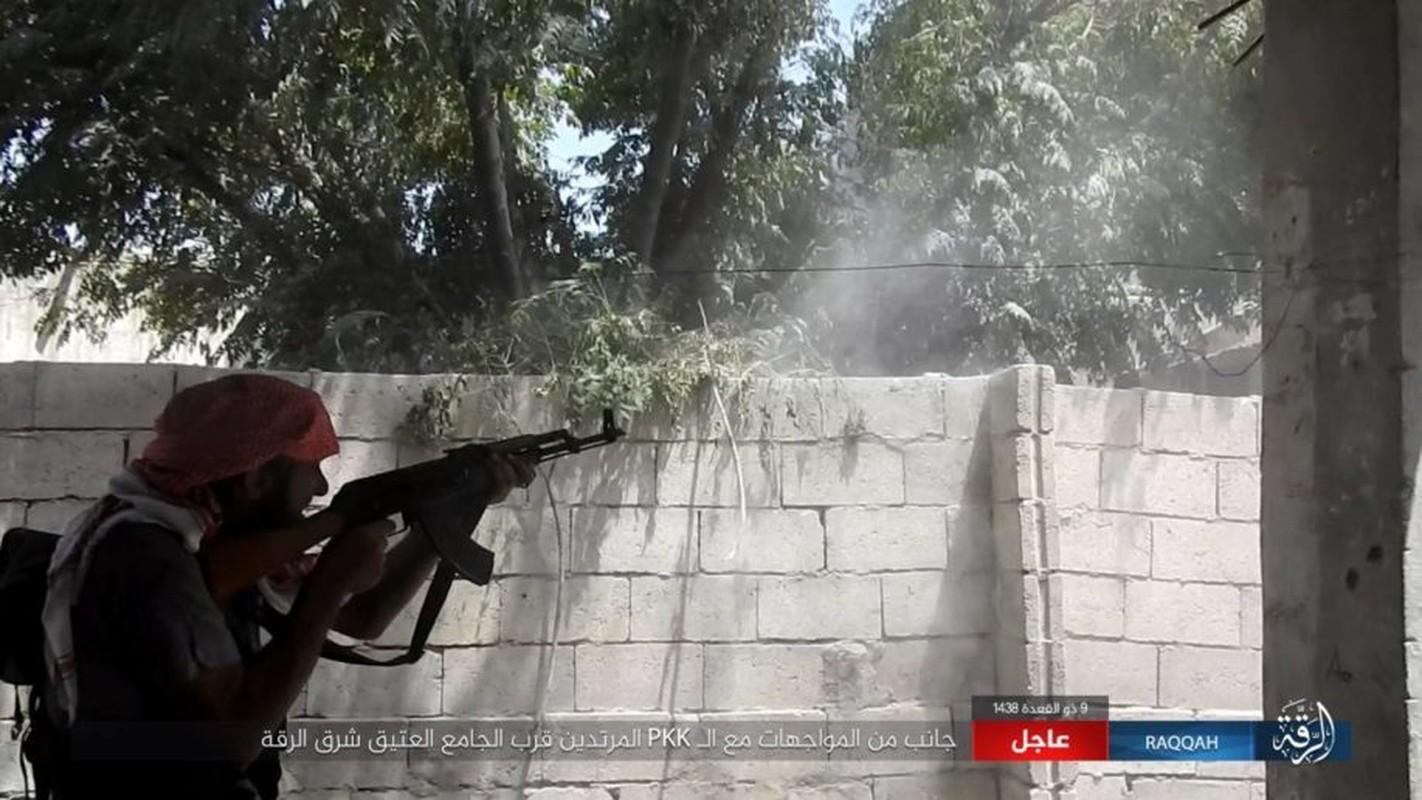 Kinh hoang IS bat tre em danh bom lieu chet o Raqqa-Hinh-8