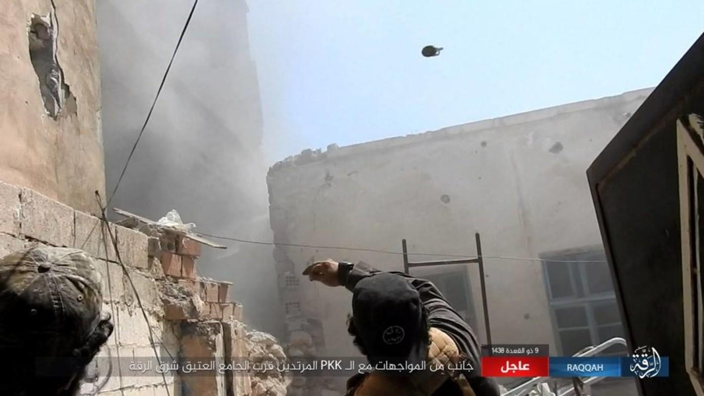 Kinh hoang IS bat tre em danh bom lieu chet o Raqqa-Hinh-9