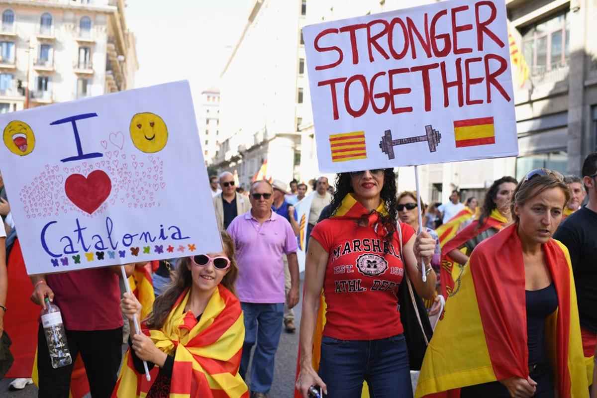Bien nguoi Catalonia phan doi doc lap, the trung thanh voi Tay Ban Nha-Hinh-4