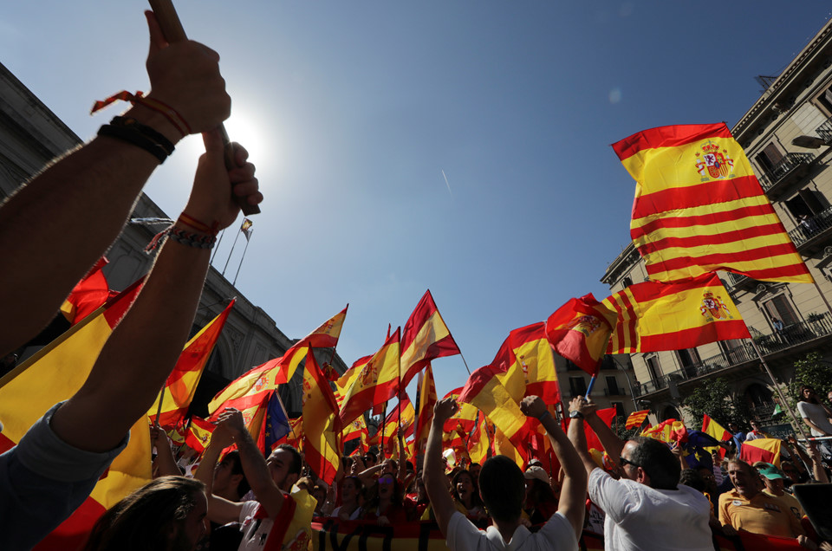 Bien nguoi Catalonia phan doi doc lap, the trung thanh voi Tay Ban Nha-Hinh-6
