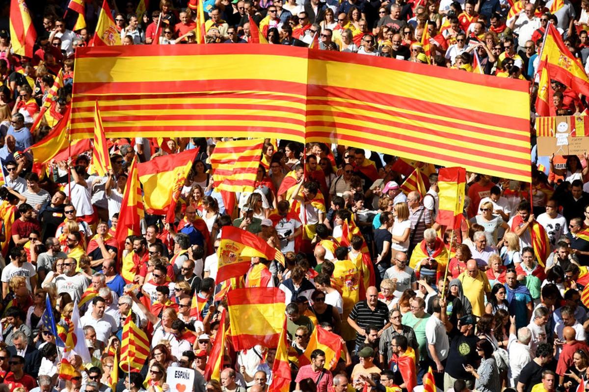 Bien nguoi Catalonia phan doi doc lap, the trung thanh voi Tay Ban Nha-Hinh-7