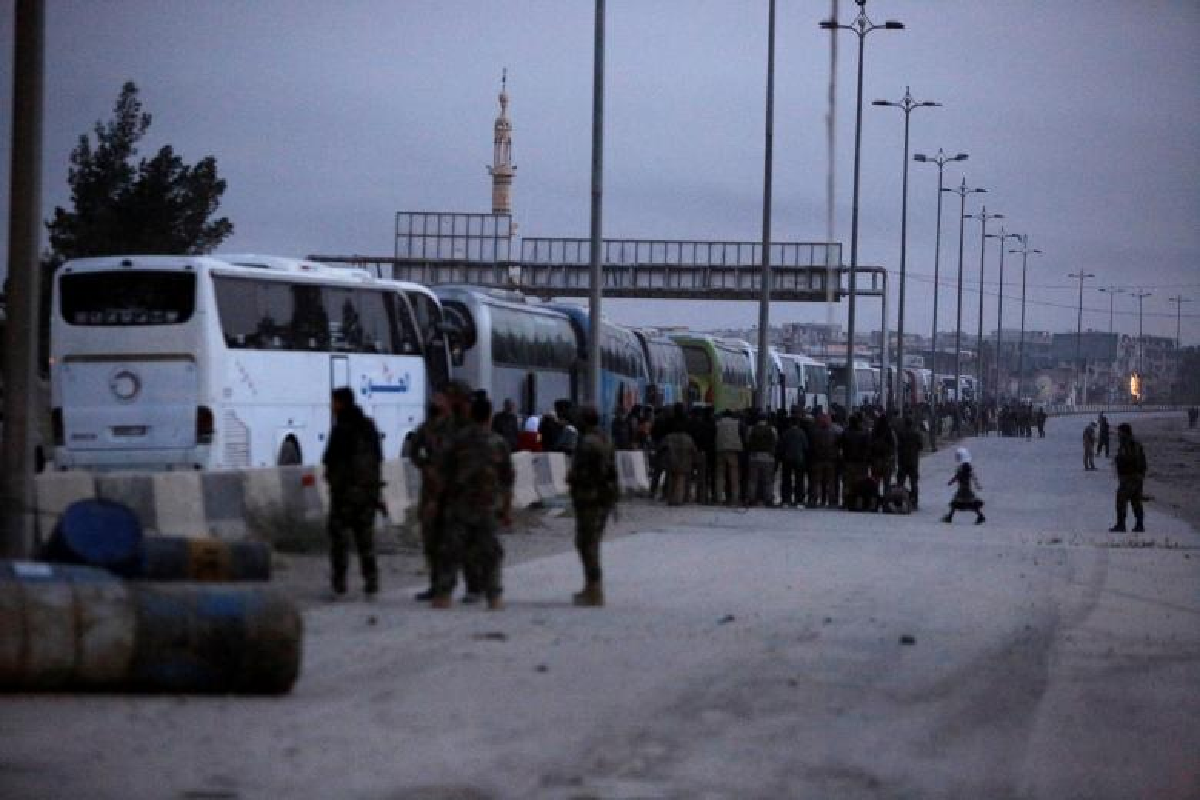 Can canh doan xe cho phien quan Syria rut chay khoi Dong Ghouta-Hinh-2