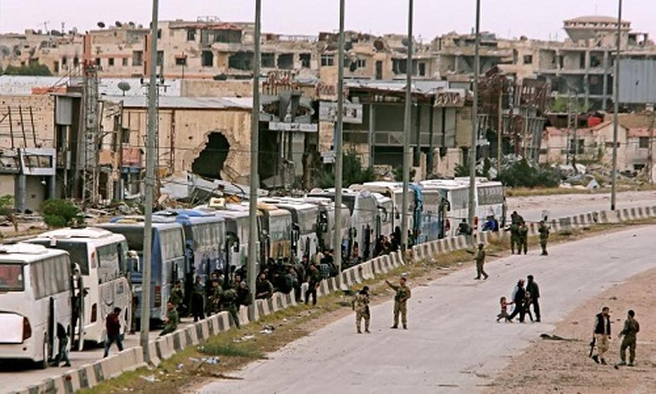 Can canh doan xe cho phien quan Syria rut chay khoi Dong Ghouta-Hinh-4