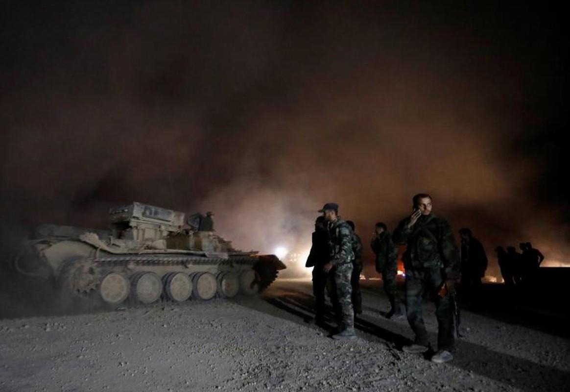 Can canh doan xe cho phien quan Syria rut chay khoi Dong Ghouta-Hinh-8