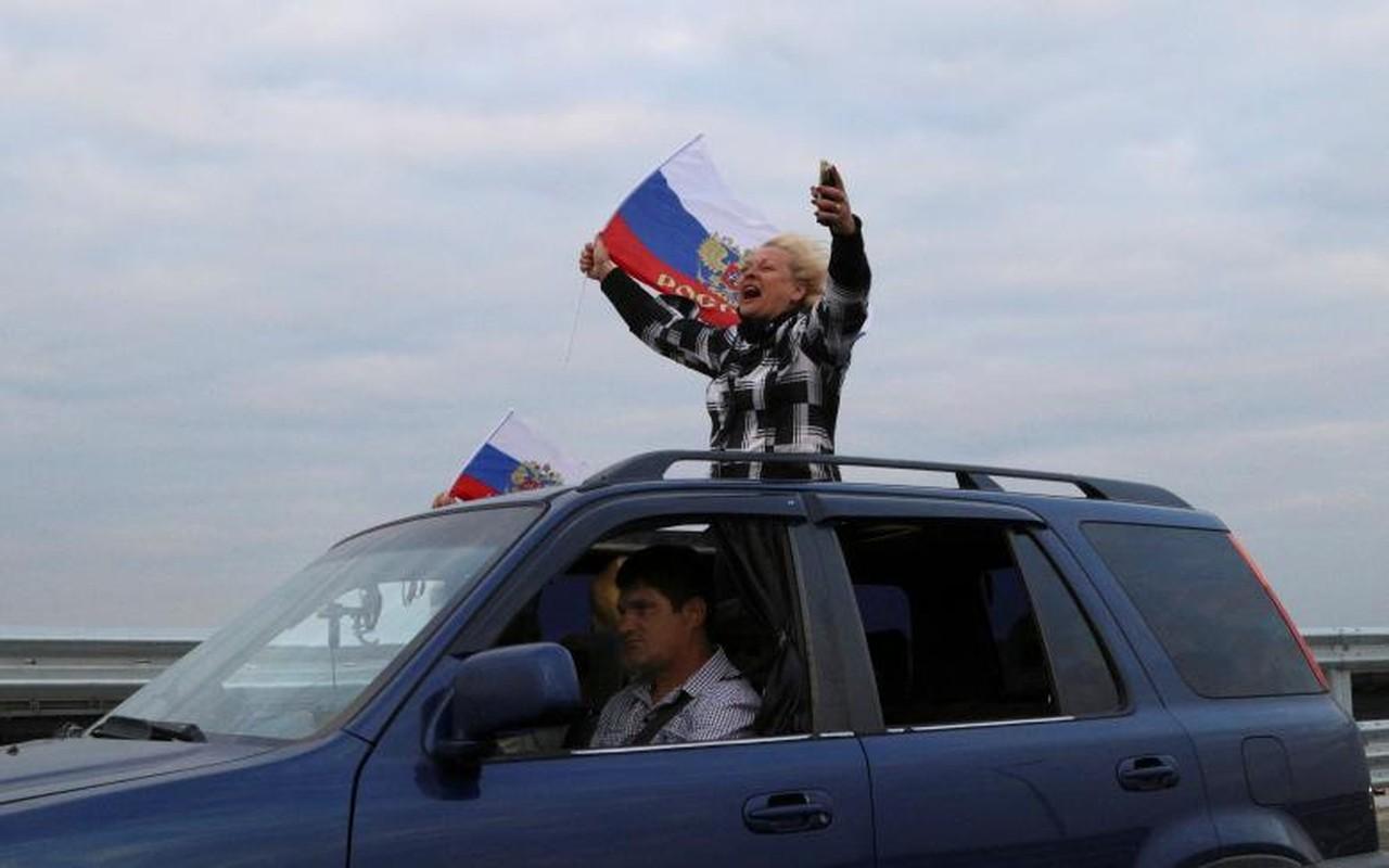 Tan muc cau dai nhat Chau Au noi lien Crimea voi Nga-Hinh-7