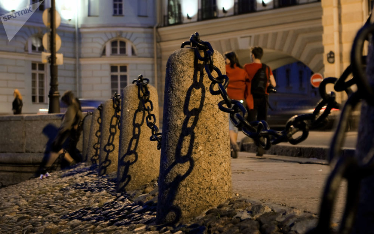 Kinh ngac hien tuong dem trang o thanh pho Saint Petersburg-Hinh-12