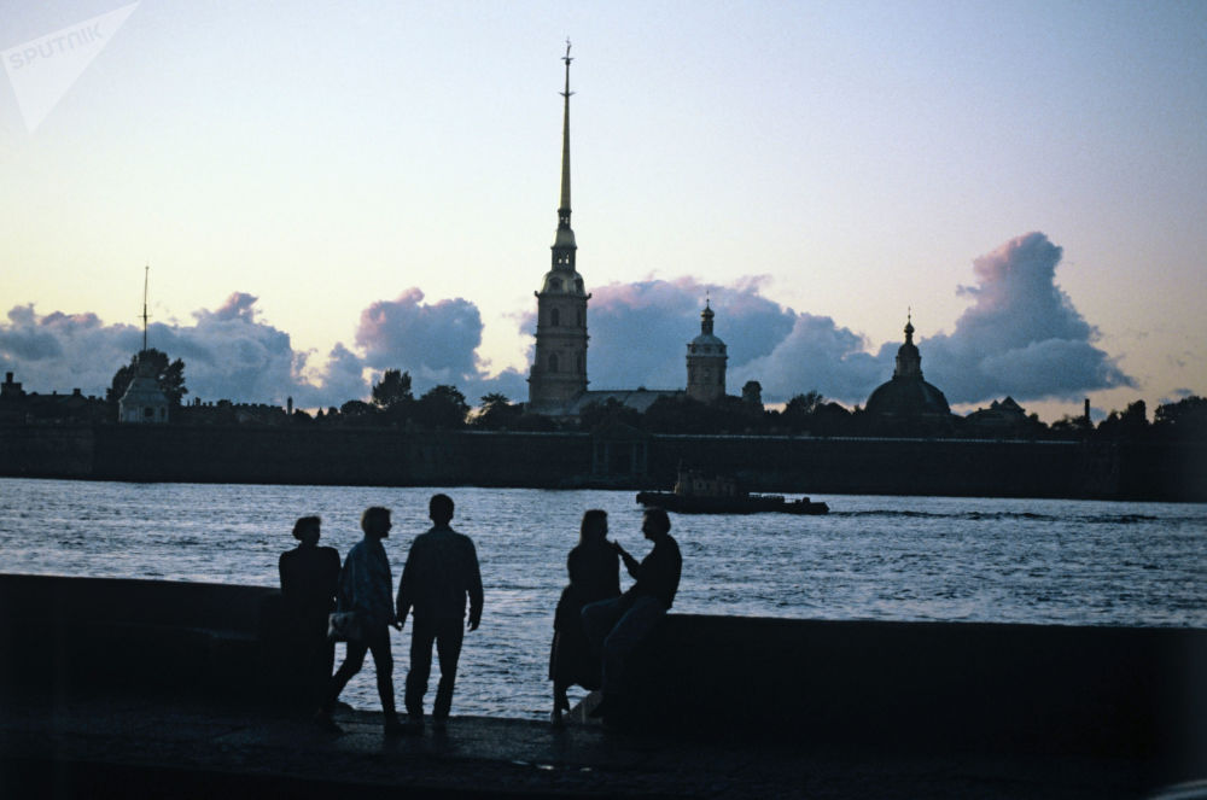 Kinh ngac hien tuong dem trang o thanh pho Saint Petersburg-Hinh-2