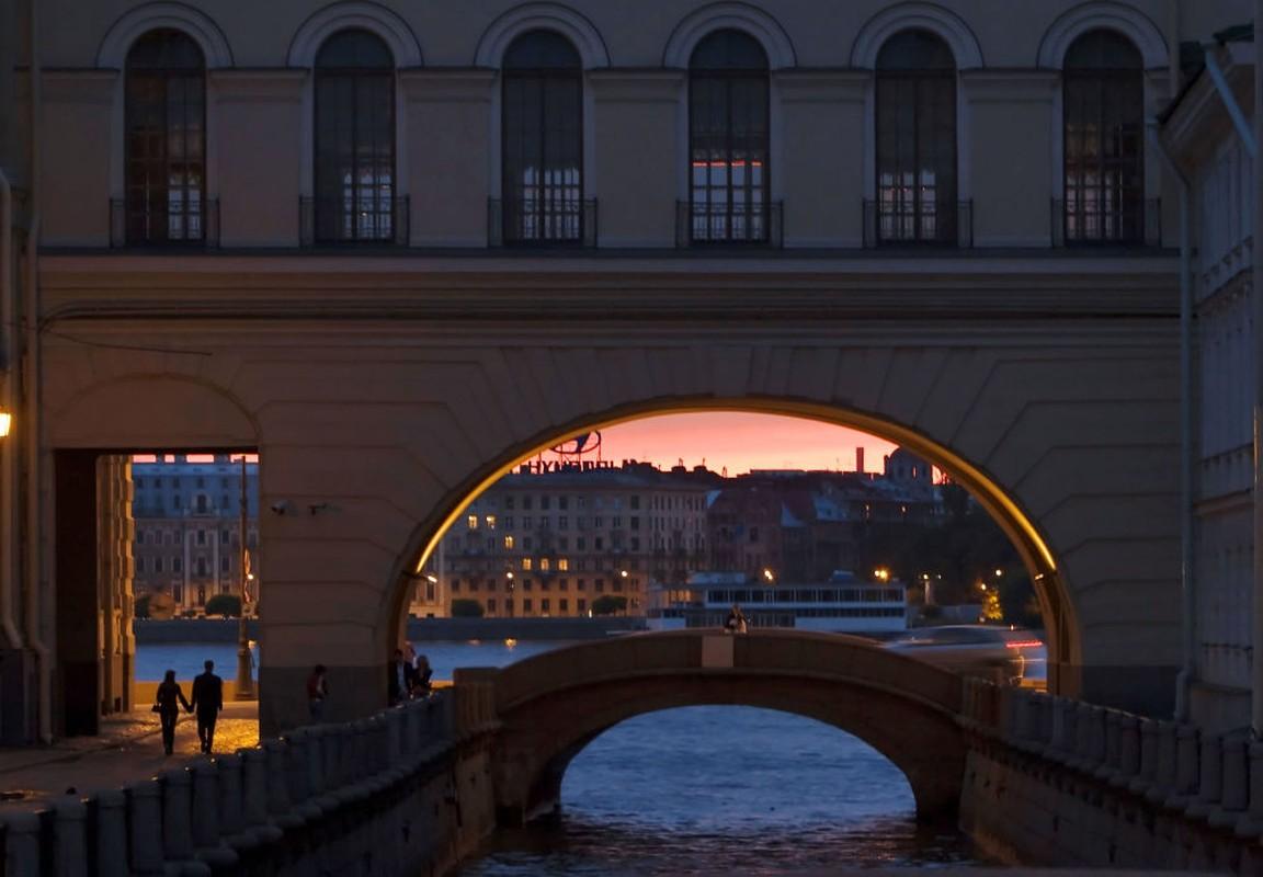 Kinh ngac hien tuong dem trang o thanh pho Saint Petersburg-Hinh-5