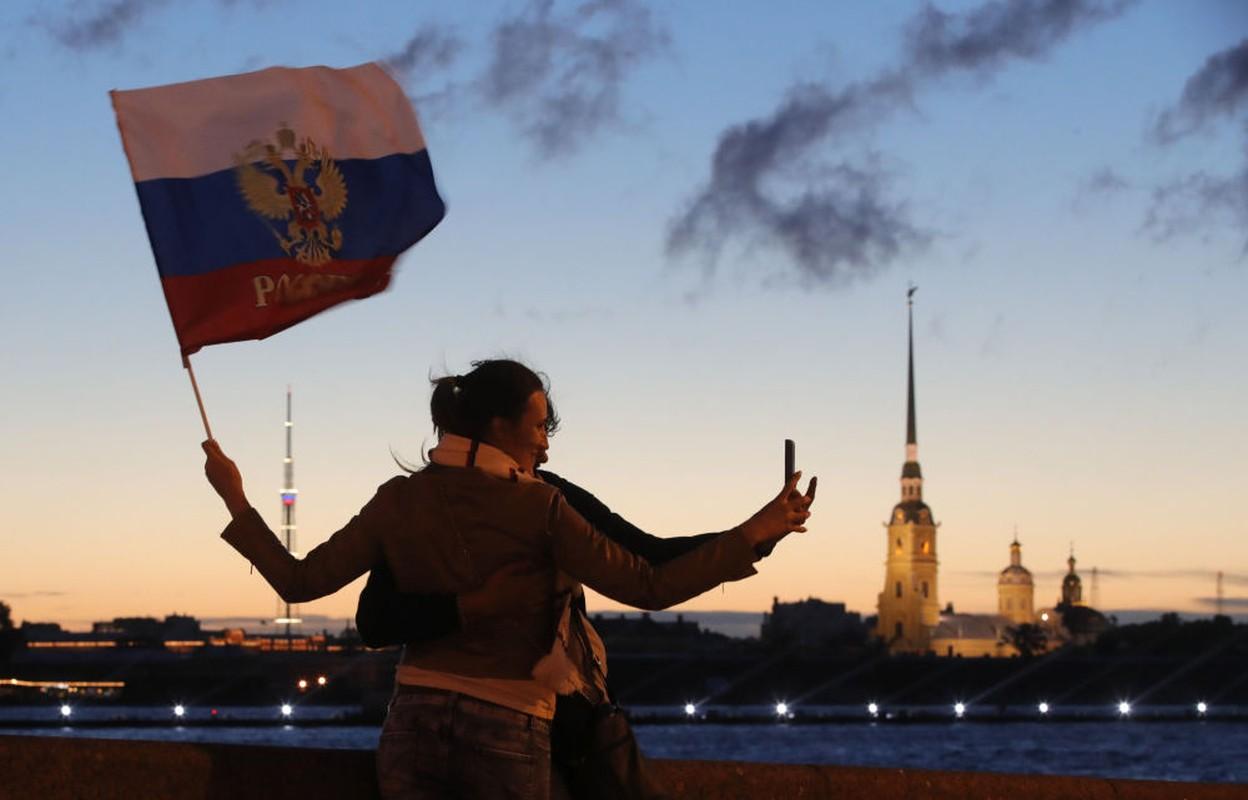 Kinh ngac hien tuong dem trang o thanh pho Saint Petersburg-Hinh-9