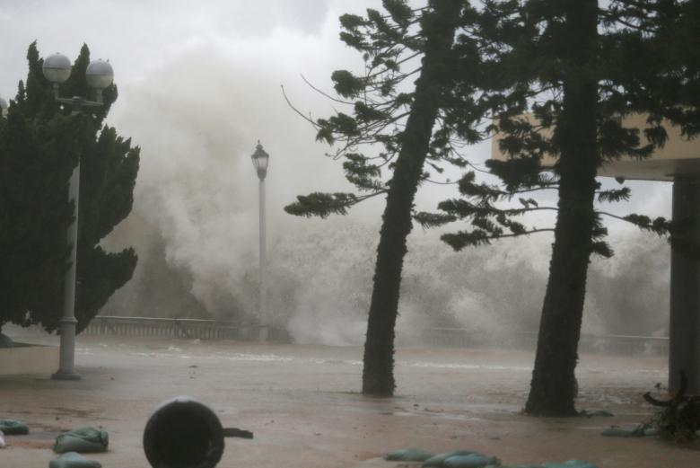 Toan canh sieu bao Mangkhut tan pha Philippines, Trung Quoc-Hinh-7
