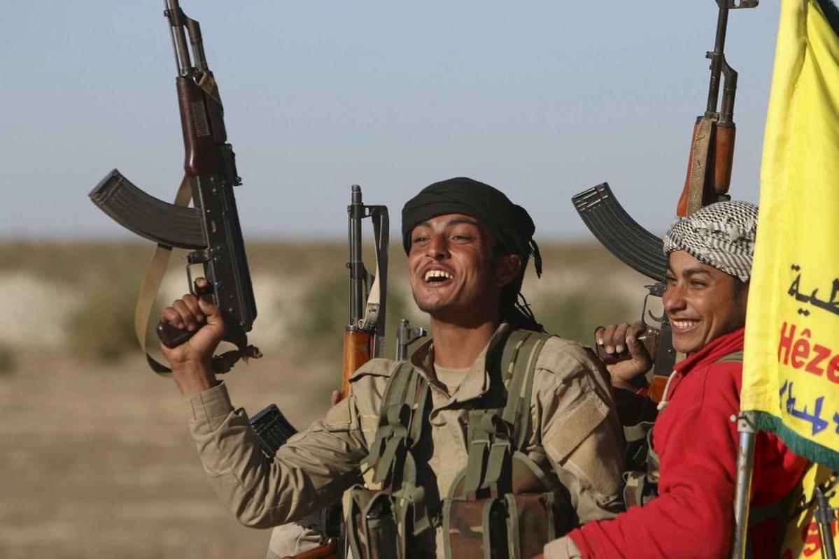 SDF chiem vung chien luoc tai Deir Ezzor, IS phan cong trong vo vong-Hinh-7