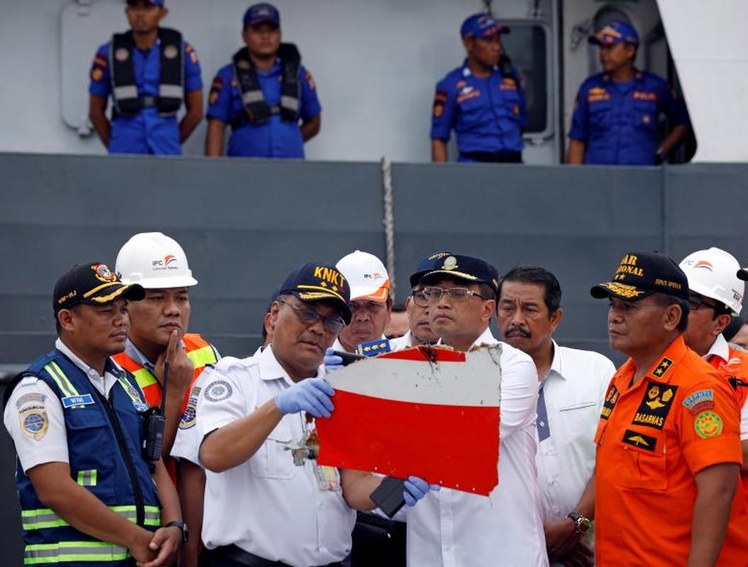 """Indonesia """"chay dua"""" thoi gian tim xac may bay roi xuong bien-Hinh-13"""
