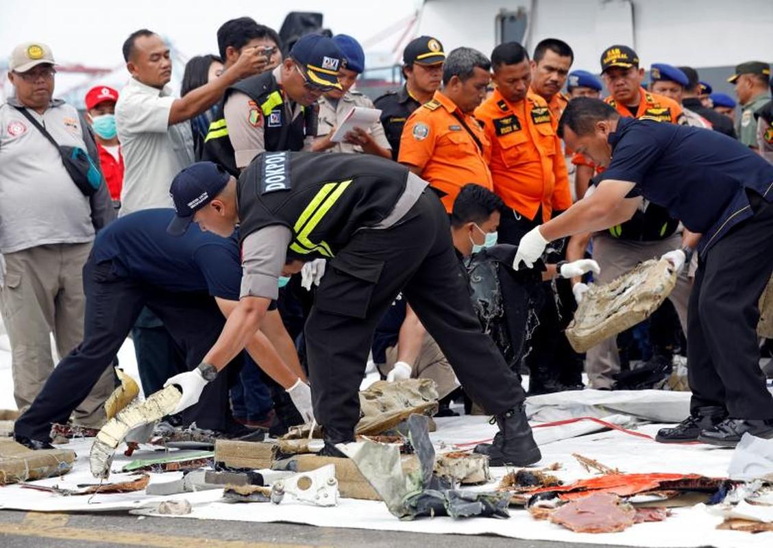 """Indonesia """"chay dua"""" thoi gian tim xac may bay roi xuong bien-Hinh-5"""