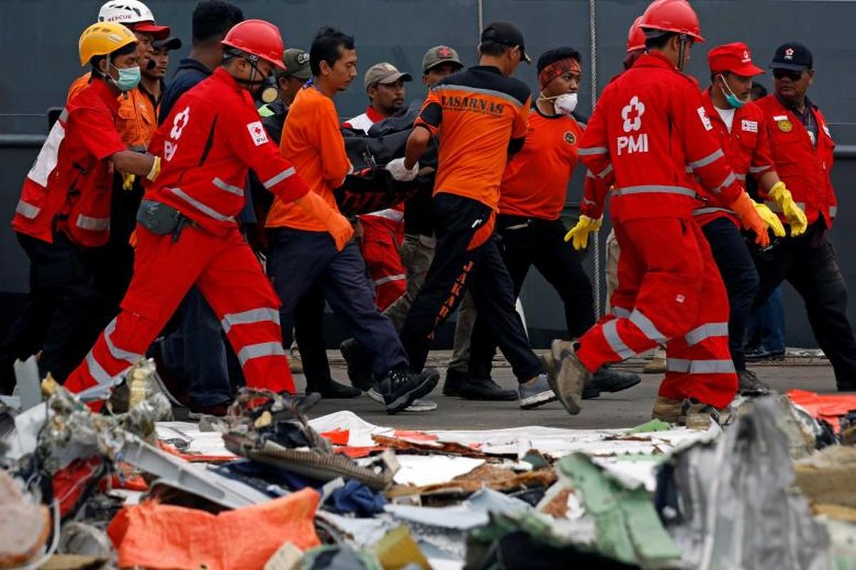 """Indonesia """"chay dua"""" thoi gian tim xac may bay roi xuong bien-Hinh-7"""