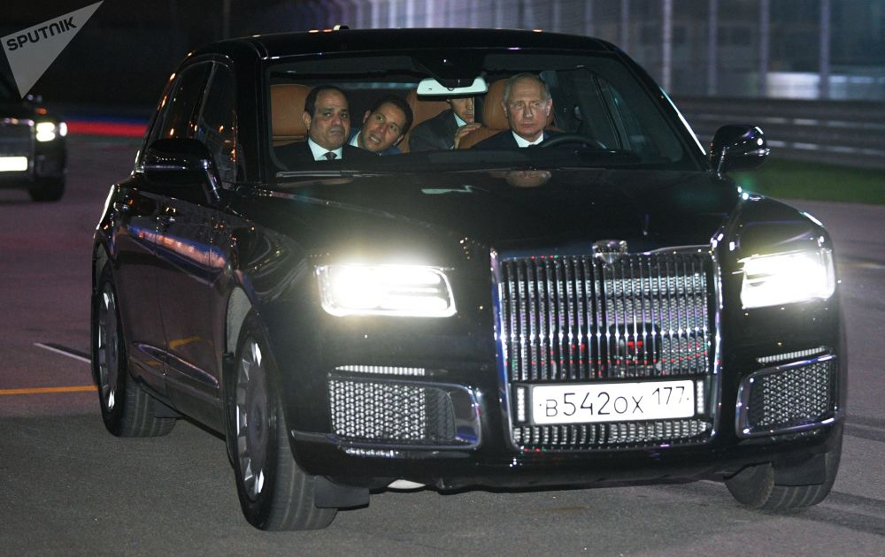 "An tuong loat anh Tong thong Nga Putin ""tro tai"" lai xe"