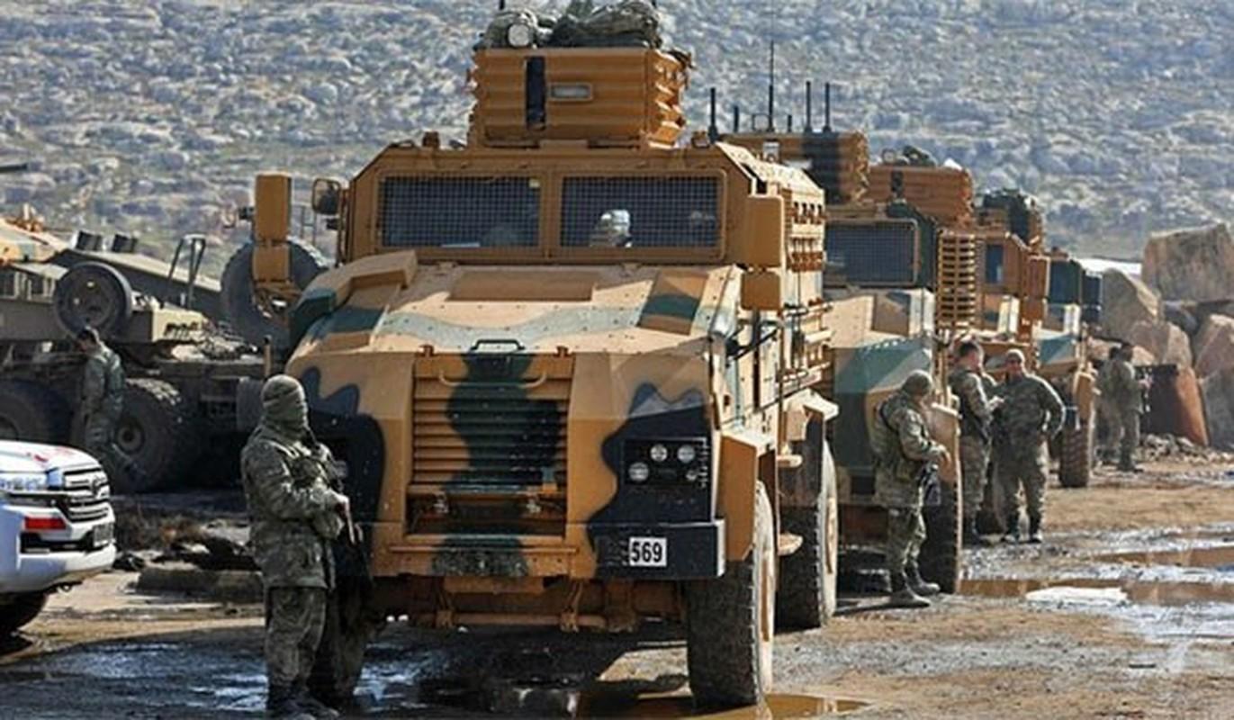 Tho Nhi Ky ap sat bien gioi Syria, sap khai chien voi nguoi Kurd