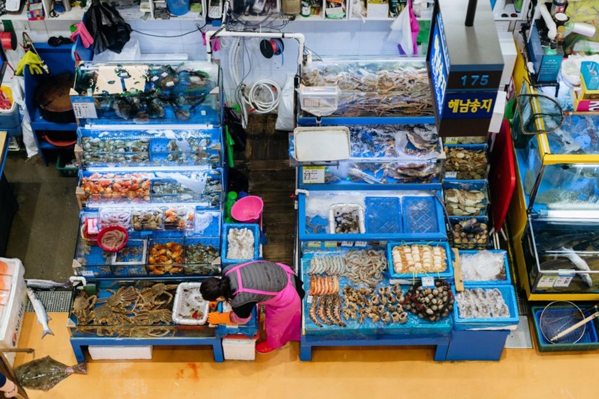 Kham pha khu cho hai san lon nhat Seoul