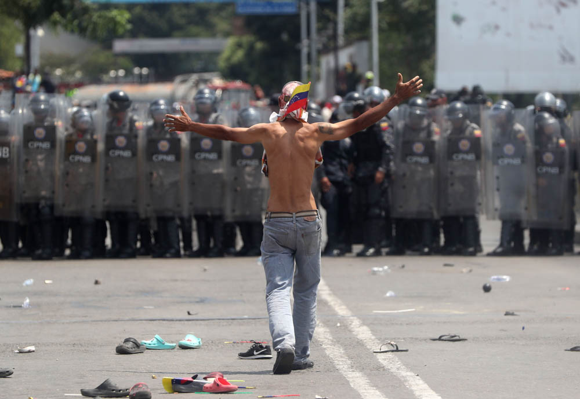 Toan canh dung do du doi tai bien gioi Venezuela-Colombia-Hinh-2