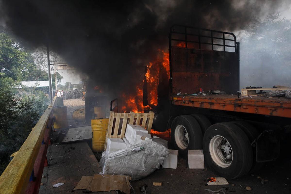 Toan canh dung do du doi tai bien gioi Venezuela-Colombia-Hinh-3