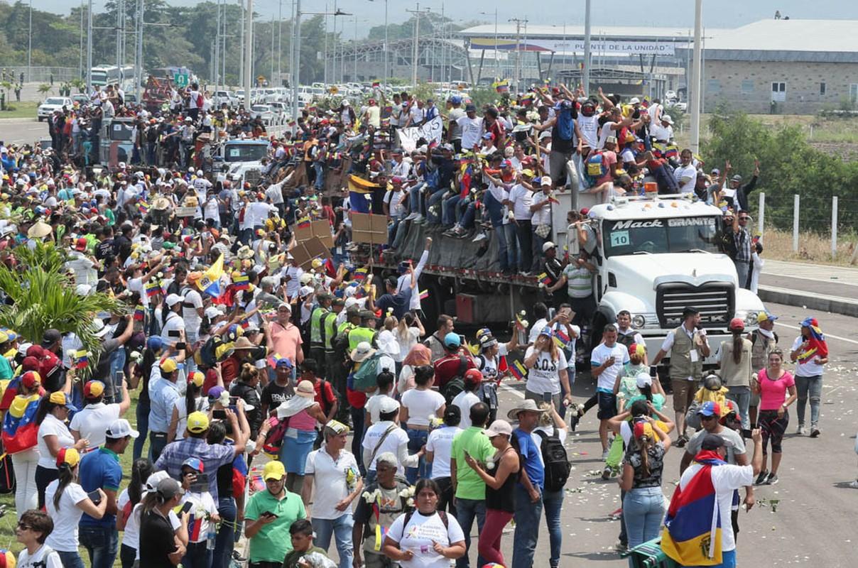 Toan canh dung do du doi tai bien gioi Venezuela-Colombia