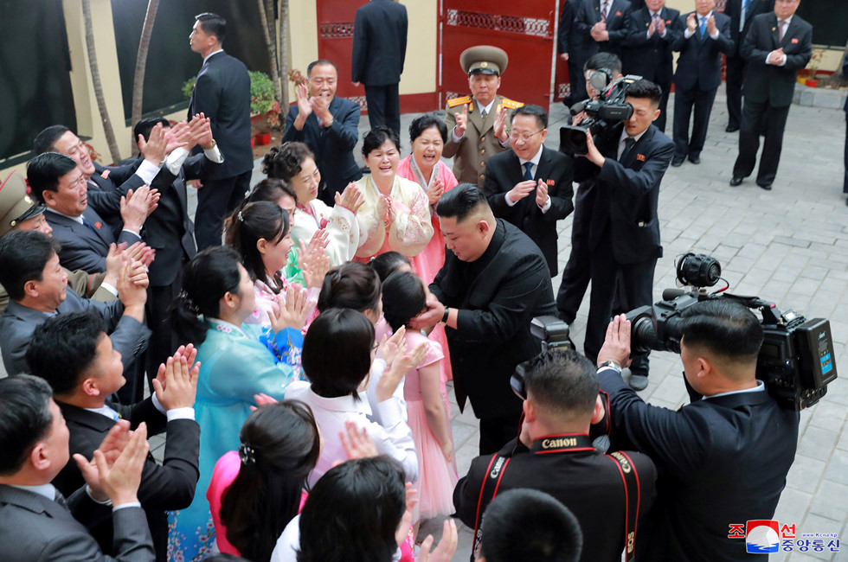 Ngay dau Chu tich Kim Jong-un den Viet Nam tren bao Trieu Tien-Hinh-11