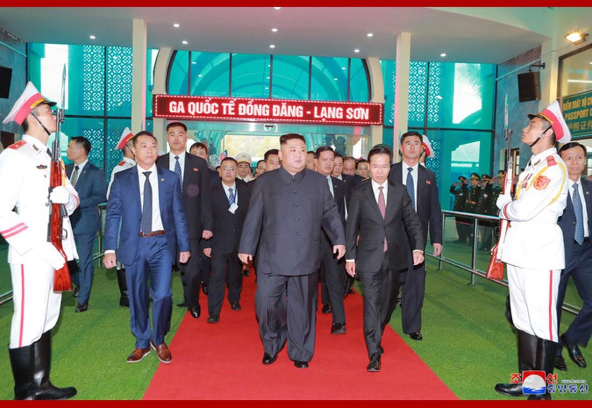 Ngay dau Chu tich Kim Jong-un den Viet Nam tren bao Trieu Tien-Hinh-4