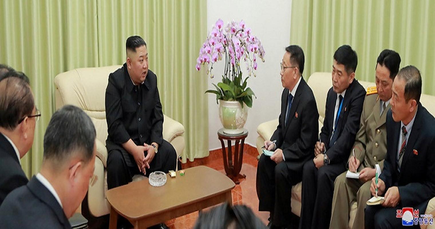 Ngay dau Chu tich Kim Jong-un den Viet Nam tren bao Trieu Tien-Hinh-9