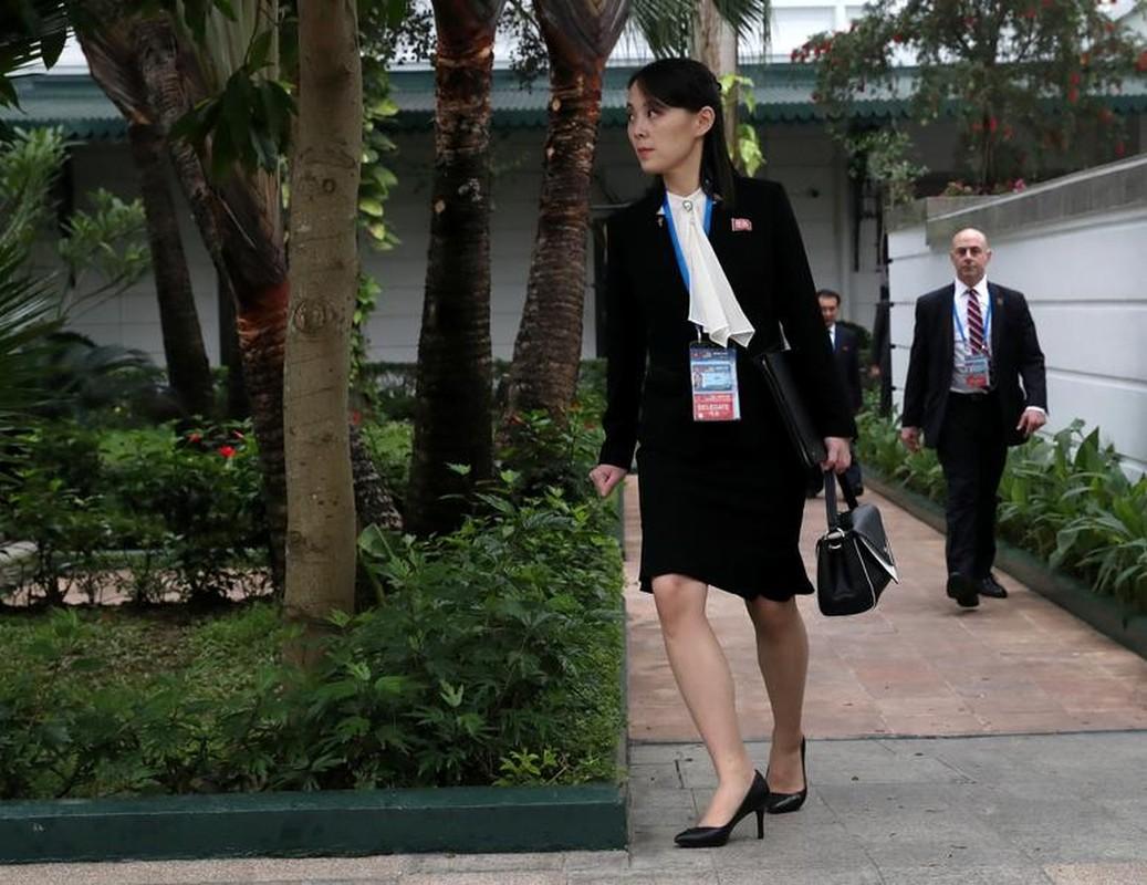 Hinh anh Tong thong Trump, Chu tich Kim di dao trong vuon Metropole-Hinh-10