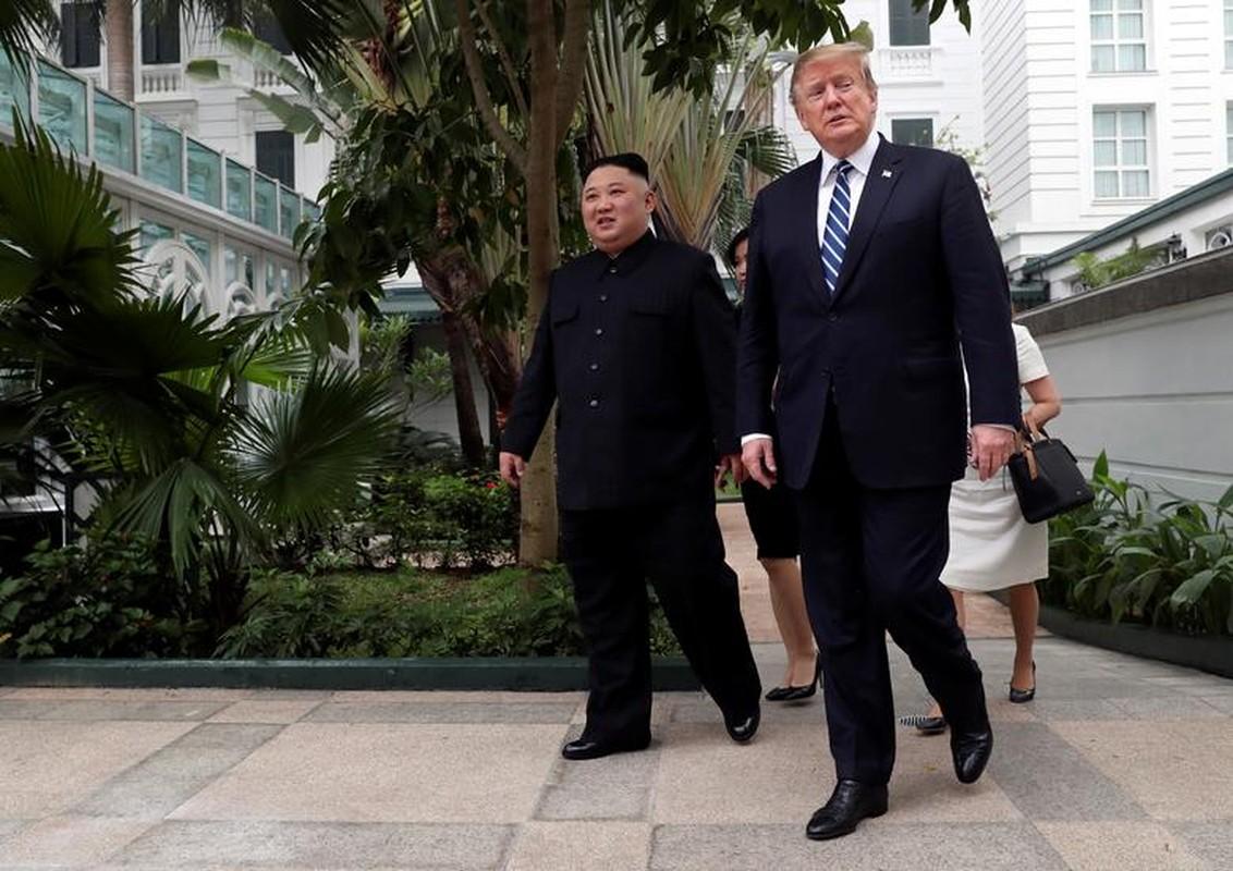 Hinh anh Tong thong Trump, Chu tich Kim di dao trong vuon Metropole-Hinh-5