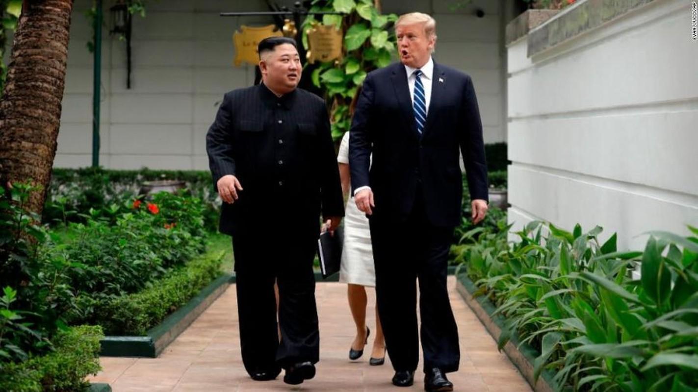 Hinh anh Tong thong Trump, Chu tich Kim di dao trong vuon Metropole-Hinh-8