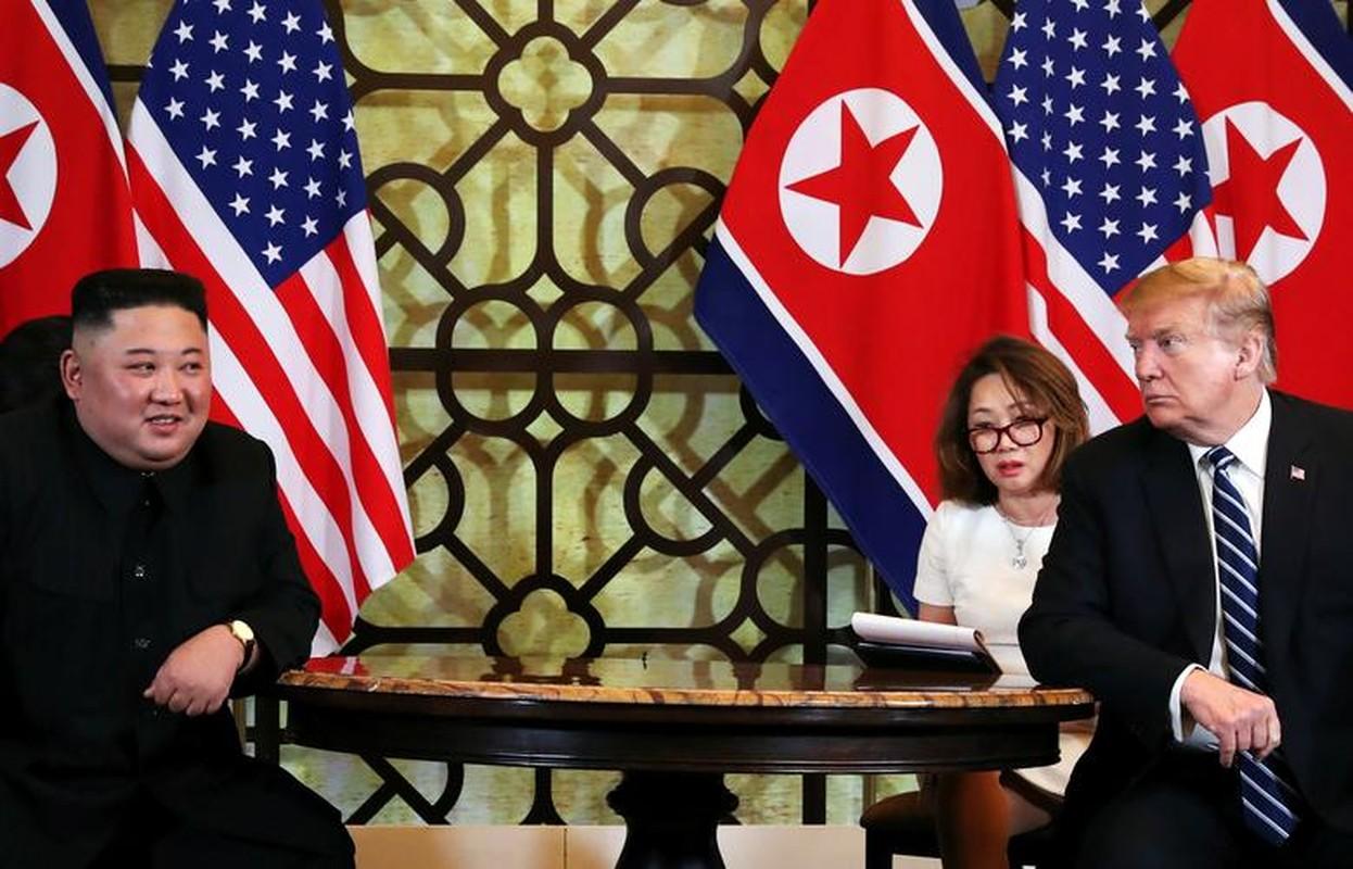 Hinh anh Tong thong Trump, Chu tich Kim di dao trong vuon Metropole