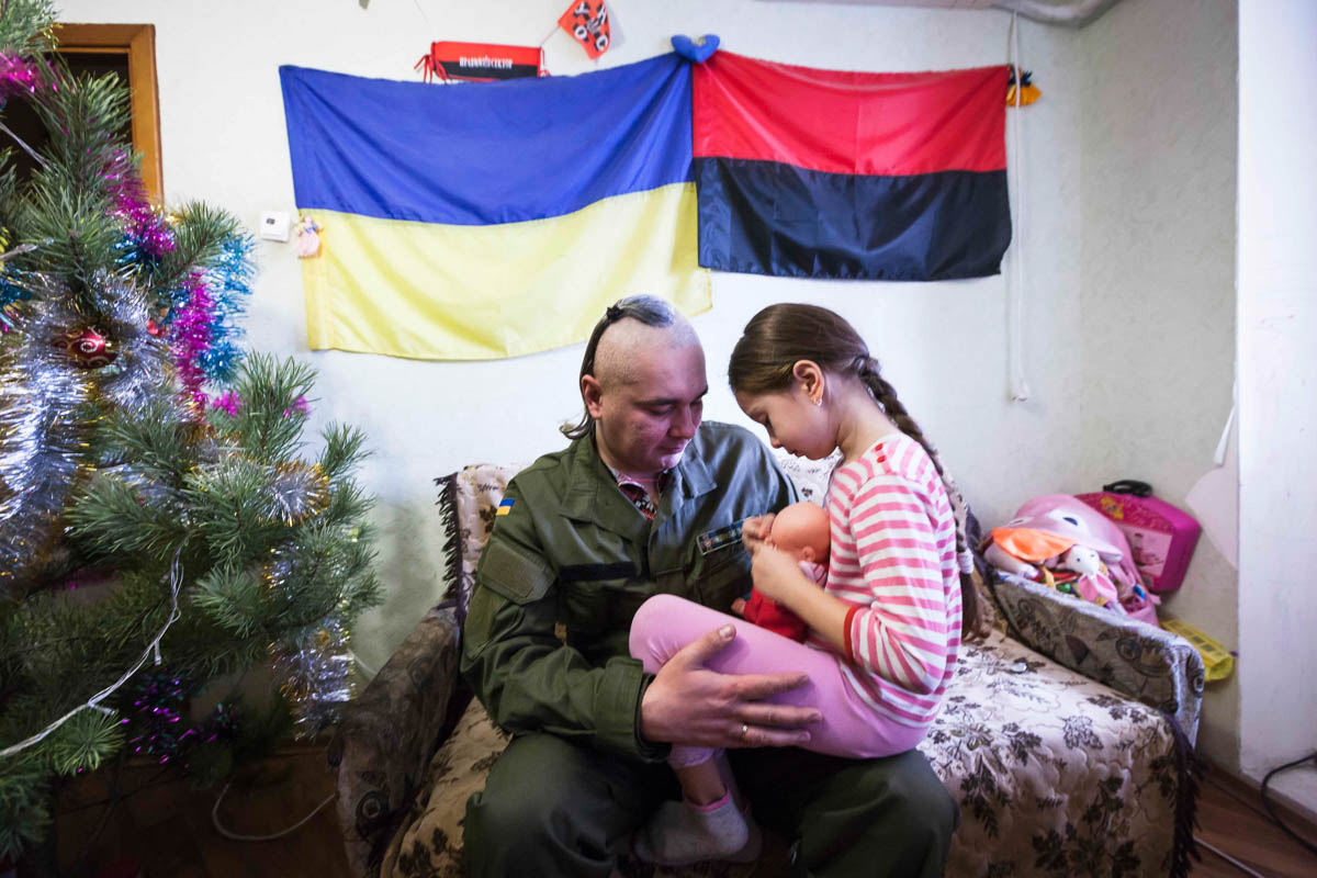 Tan muc cuoc song nguoi dan o mien Dong Ukraine-Hinh-6