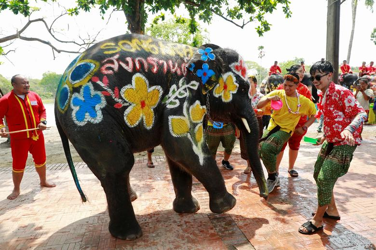 Tung bung le hoi te nuoc mung Nam moi o Thai Lan-Hinh-4